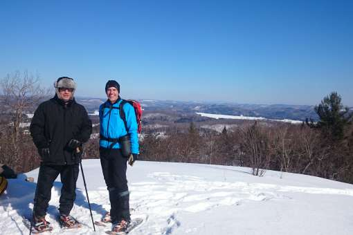 2 person in snowshoeing