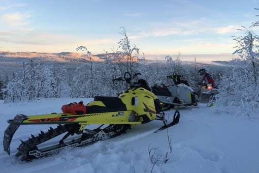 rent a snowmobile Quebec