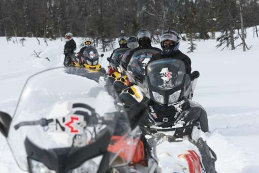 ride in snowmobiling quebec