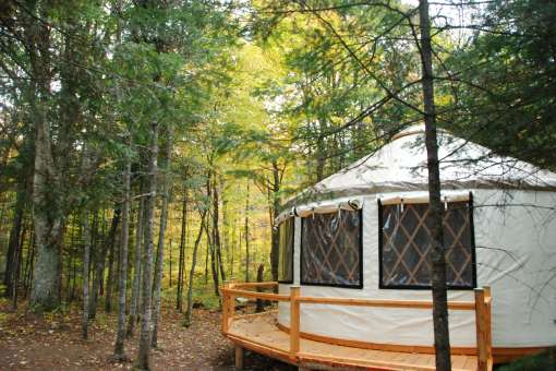 Stay in a yurt in Vallee Bras-du-Nord